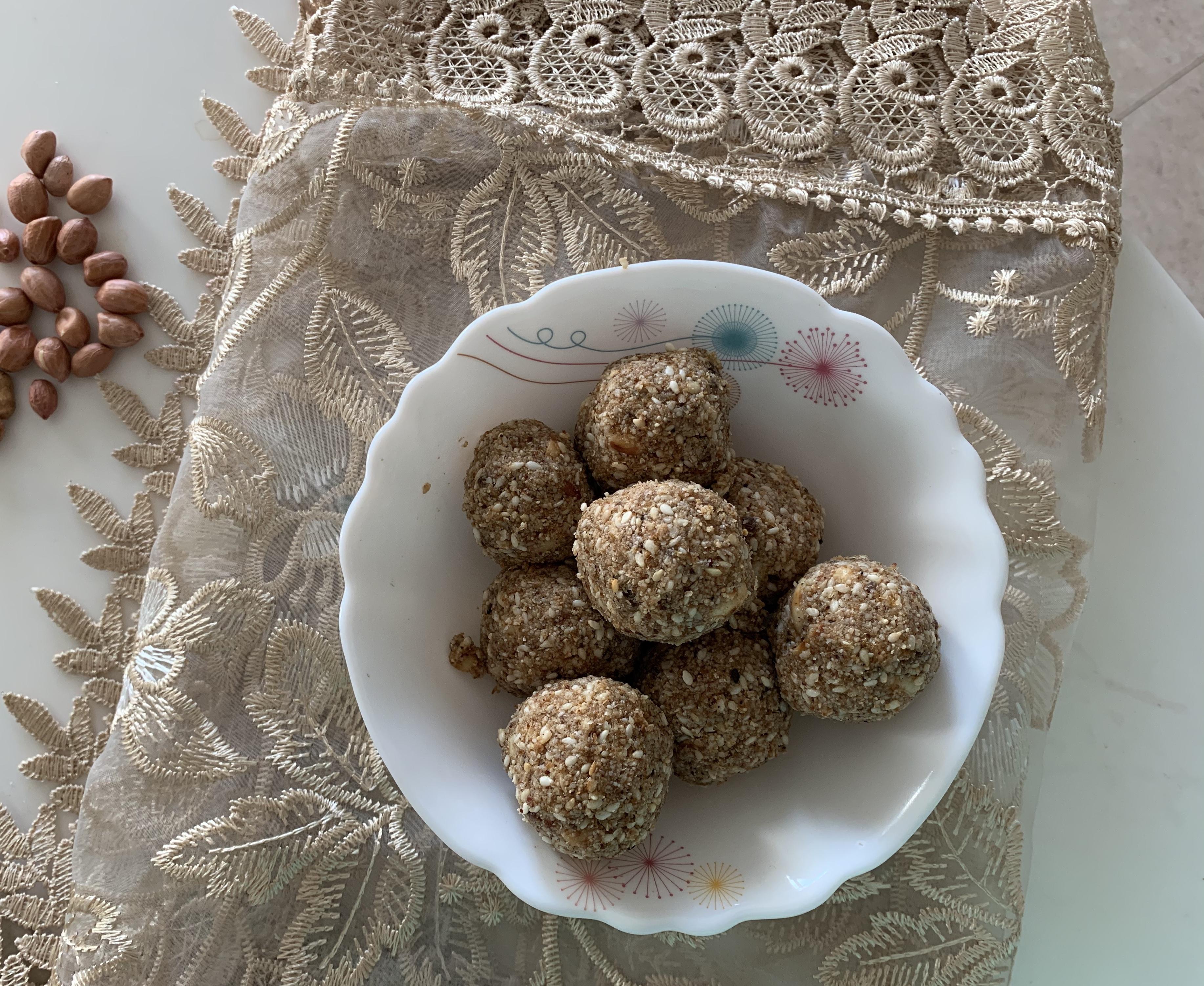 Sesame seeds and Jaggery ladoo(Til Gud ke ladoo)